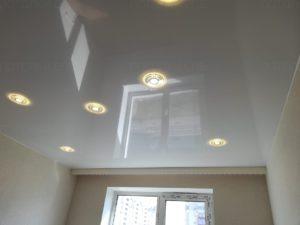 Фото глянцевого натяжного потолка в детской 14 кв.м