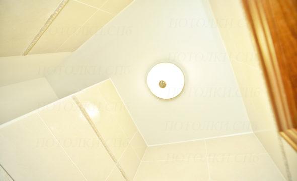 Установка матового натяжного потолка. Маршала Блюхера д.7, к.3