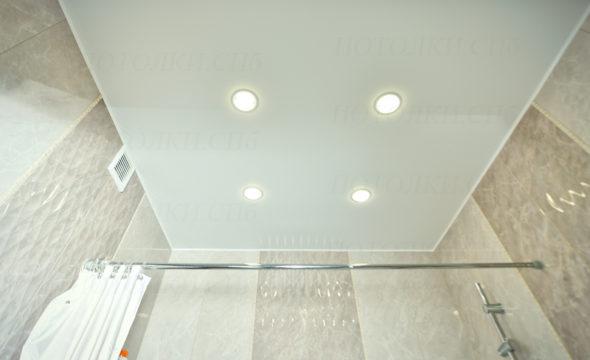 Белый матовый натяжной потолок Кудрово