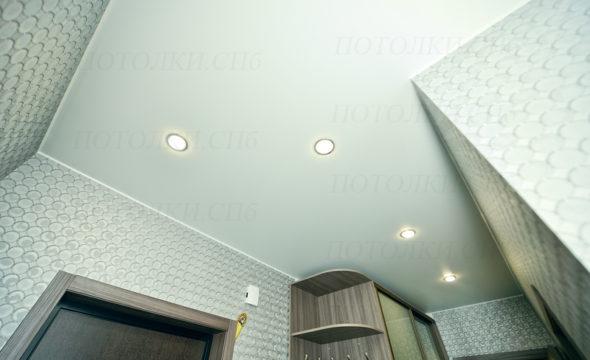 матовый потолок в прихожей 10,2 кв.м под ключ