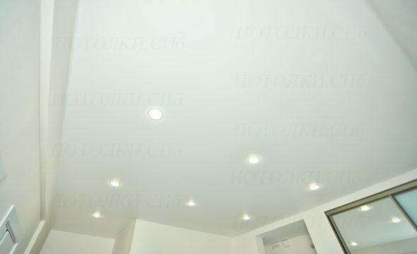 матовый потолок в прихожей 13.9 кв.м