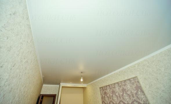 фото матового потолка в спальне 17,5 кв.м.