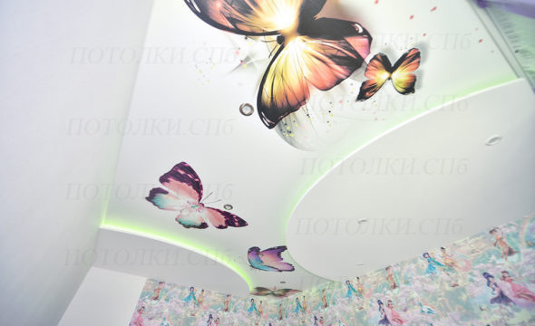 натяжной потолок с фотопечатью в детской фото 6