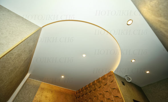 двухуровневый натяжной потолок в прихожей вид 2