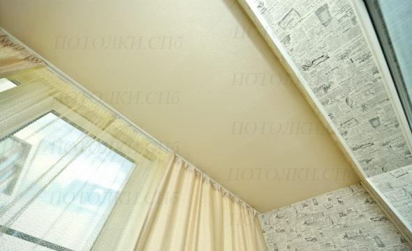 матовый натяжной потолок на лоджии фото